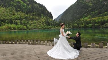 九寨沟景区婚纱照